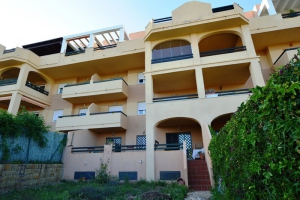 2 Bed Apartment for sale in Estepona - €175,000