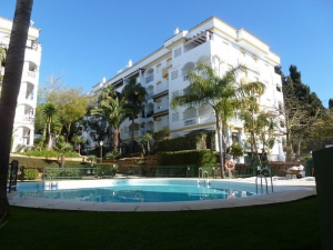 2 Bed Apartment for sale in Marbella - €258,000