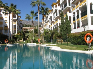 2 Bed Apartment for sale in Marbella - €270,000
