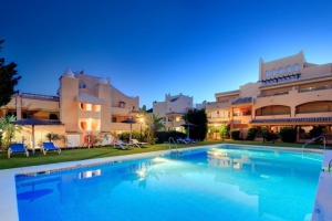 2 Bed Apartment for sale in Marbella - €214,000