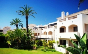 2 Bed Apartment for sale in Marbella - €282,600