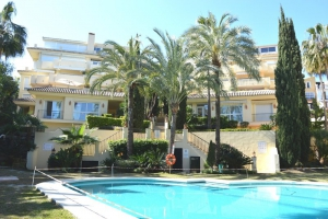 2 Bed Apartment for sale in Marbella - €460,000