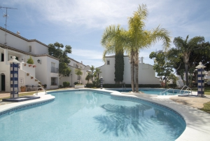 2 Bed Apartment for sale in Marbella - €220,000