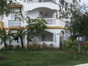 3 Bed Apartment for sale in Marbella - €290,000