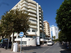 3 Bed Apartment for sale in Marbella - €284,000