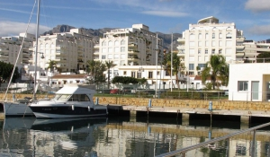 3 Bed Apartment for sale in Marbella - €414,000