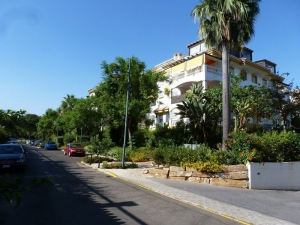3 Bed Apartment for sale in Marbella - €372,000