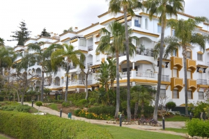 3 Bed Apartment for sale in Marbella - €325,000