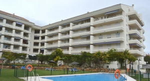 3 Bed Apartment for sale in Marbella - €318,000