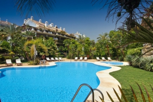 3 Bed Apartment for sale in Marbella - €690,000