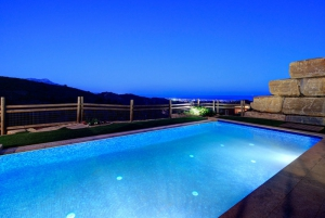 3 Bed Villa for sale in Benahavis - €798,000