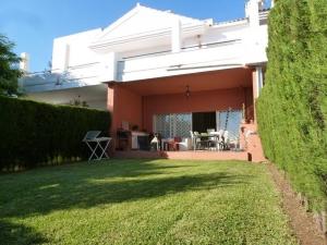 3 Bed Villa for sale in Estepona - €299,000