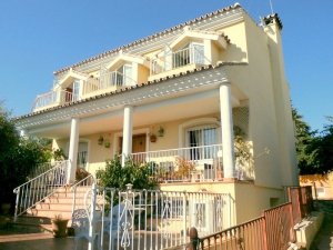 3 Bed Villa for sale in Marbella - €470,000