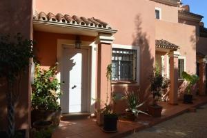 3 Bed Villa for sale in Marbella - €269,000