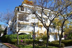 4 Bed Apartment for sale in Marbella - €430,000