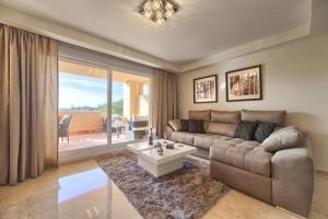 4 Bed Villa for sale in Marbella - €298,000