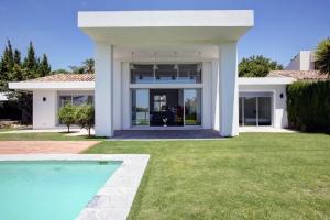 4 Bed Villa for sale in Marbella - €949,000