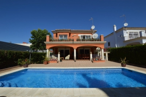 4 Bed Villa for sale in Marbella - €647,000