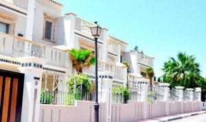 5 Bed Villa for sale in Marbella - €1,850,000