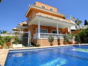 6 Bed Villa for sale in Marbella - €747,000