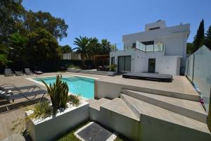 6 Bed Villa for sale in Marbella - €1,895,000