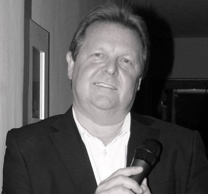 Howard Grant Relax and dine to the sounds of Howard taking you through the decades from 60's to the 00's !