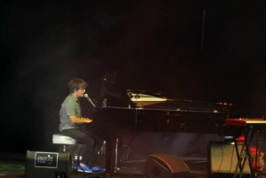 Jamie Cullum rocking the Starlite stage