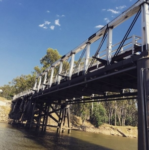 Bridge at Vic/NSW at Cobram/Barooga: by fwebby