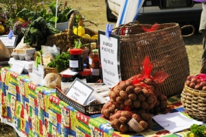 Farmers Market at Bairnsdale : G Hansford