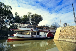 Paddle Steamer : Tourism Victoria