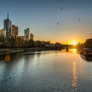 Sun rise on Melbourne: Photo @pettypoh13