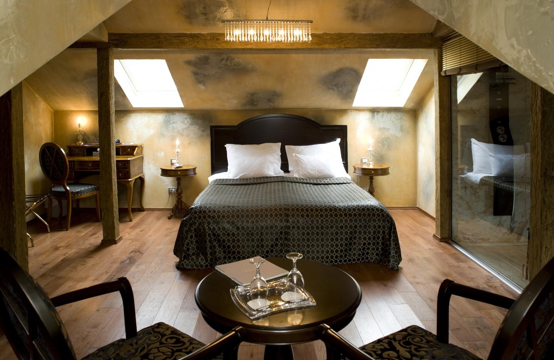 Astoria Hotels & Restaurants