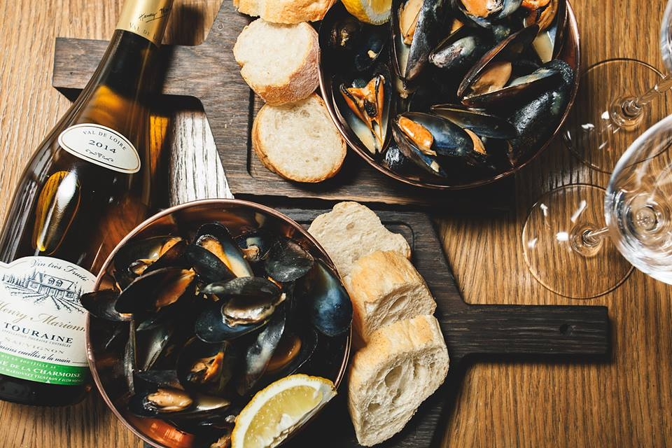 Mussel and wine