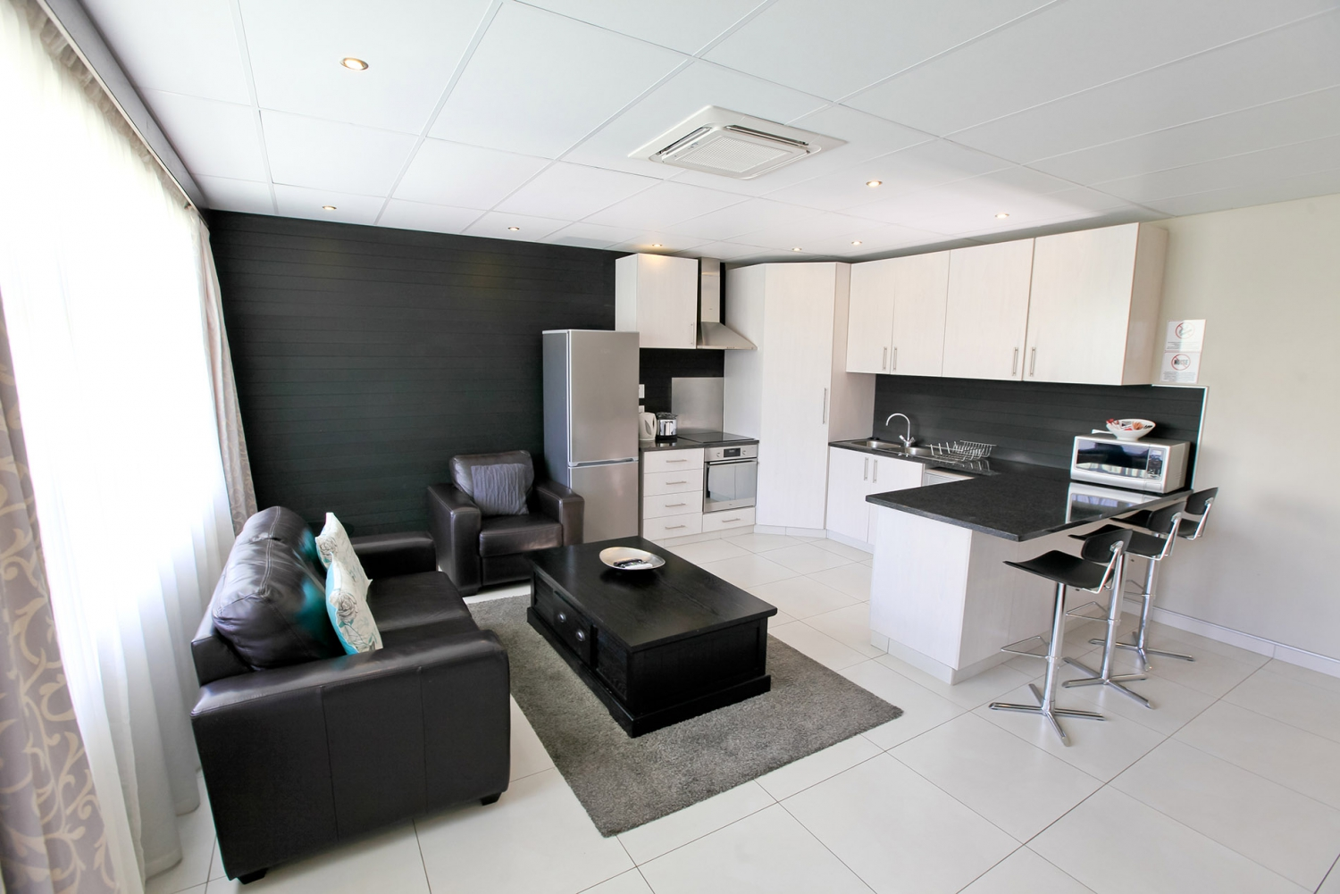 hillside executive self catering apartments hotel in namibia my guide namibia. Black Bedroom Furniture Sets. Home Design Ideas