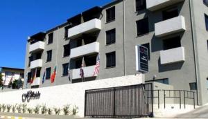 Hillside Executive Apartments & Hillside @ardeco