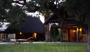 Neuhof Safaris Lodge & Camping