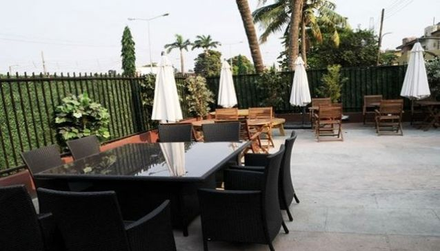 3Zees Lounge and Restaurant