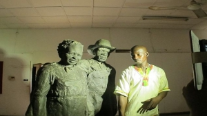 Stature of Mr & Mrs Nat with tour guard
