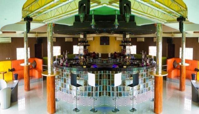 Brizz Lounge & Restaurant