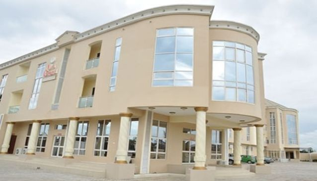 Uyi Grand Hotel And Suites
