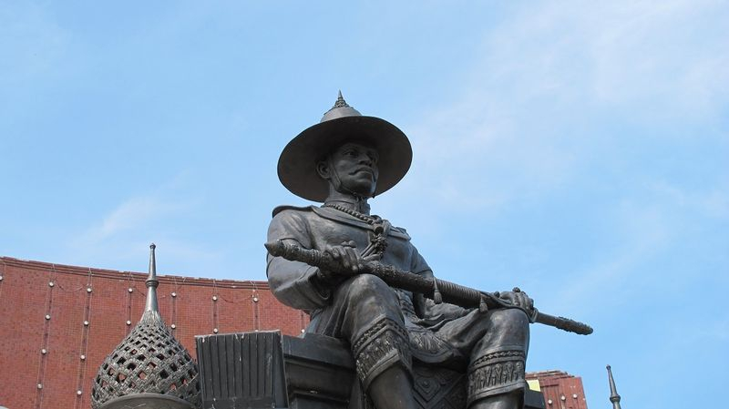 King Tak Sin Statue, Pattaya Town Hall