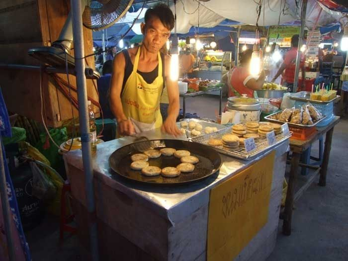 Quick, cheap and delicious street food at the market