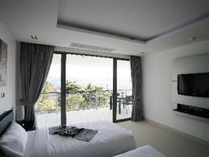 Bedroom with a terrace