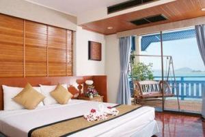 Bedroom with balcony and sea views