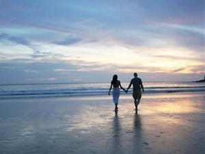A romantic walk on the beach @ Le Meridien