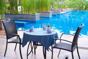 Poolside dining @ Peach Blossom