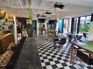 Restaurant & coffee shop @ Pier 42