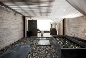 A luxurious bath!