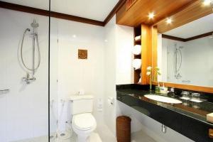 Spacious bathroom in guest rooms