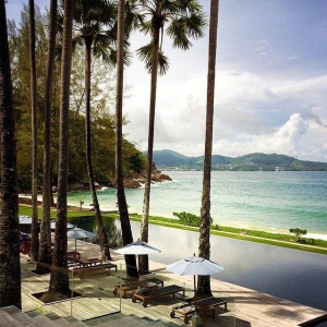 A relaxing view to the resort's swimming pool & the beach